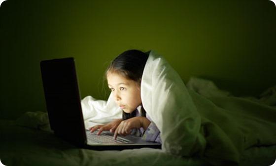 girl-using-a-laptop-at-ni-008