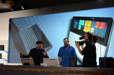 Intel's Nikiski Concept PC: Touchpad tursn into display screen!