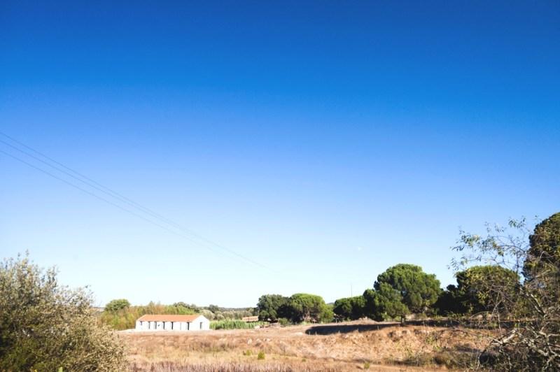 Переделанная конюшня в жилой дом Sitio da Leziria в Португалии