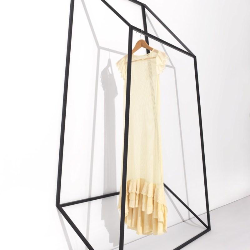 Вешалка для одежды от дизайн-студии «+tongtong»