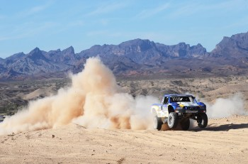 Sourapas 0412 5620 2012 FOX off road desert championships push and test limits of man and machine
