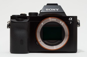 en: Sony Alpha ILCE-7 (A7) full-frame camera. de: Sony Alpha ILCE-7 (A7) Vollformat Kamera.