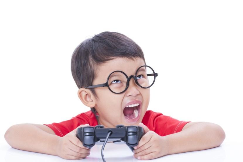 was können Eltern tun, wenn jüngere Geschwister die Spiele des grossen Bruders spielen wollen?