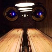 Tisch-Shuffleboard im Kaschk - ein Selbstversuch mit Freunden