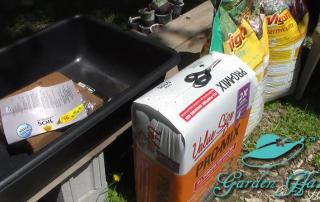 Plant-Fertilizer-Soil-Used-In-Kiddie-Pool-Planter_Garden-Hat