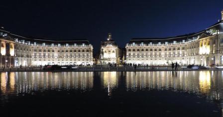 Brilliantly lit Place de la Bourse in Bordeaux