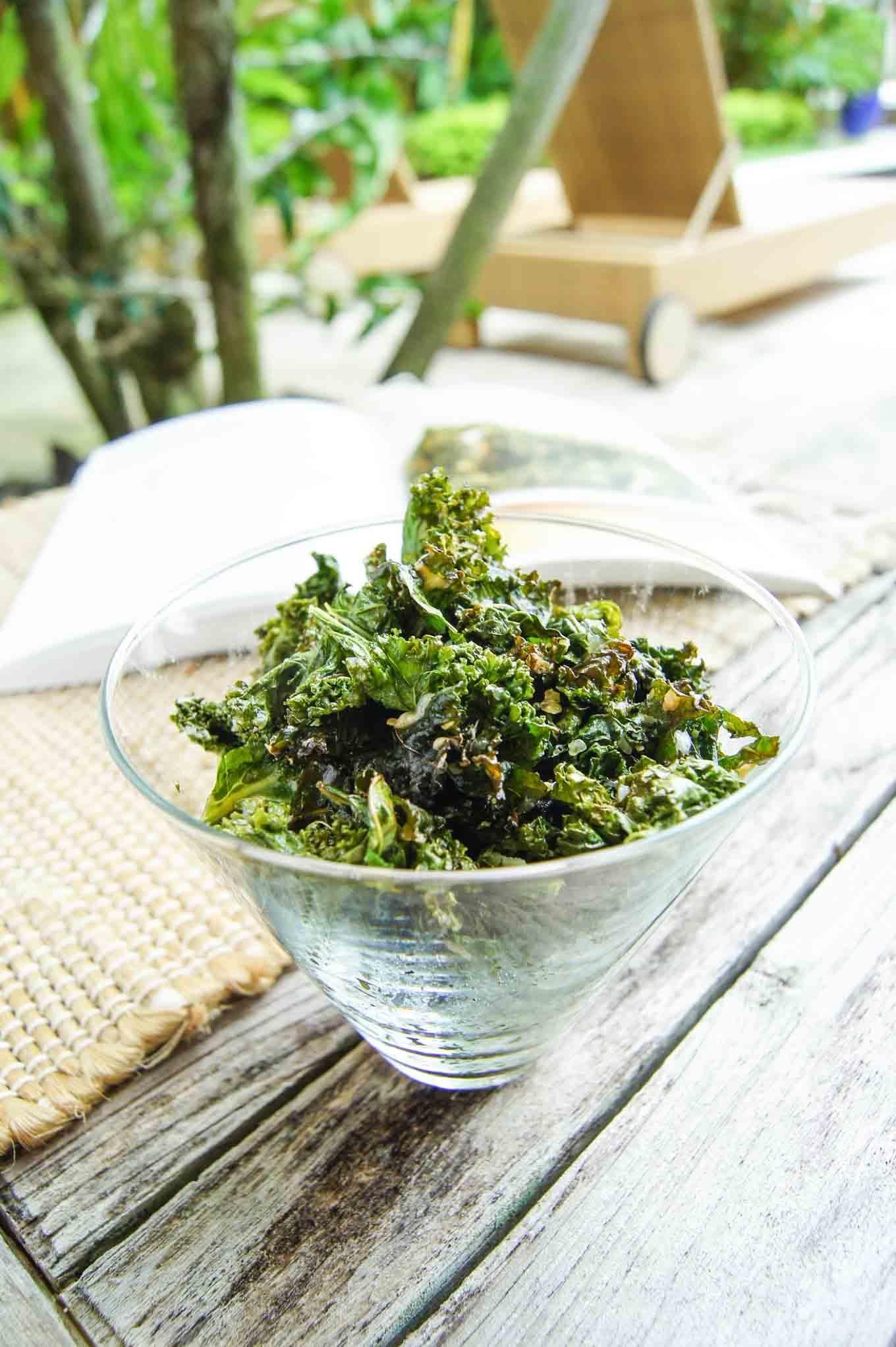Vegan Cheesy Kale Chips = Amazingly light cheesy snack
