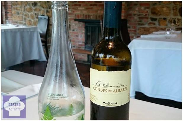Agua mineral y Albariño Condes de Albarei