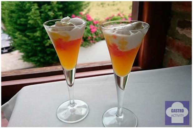 Sopa fría de naranja con helado de chocolate blanco