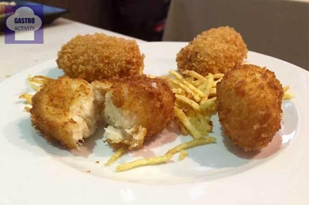Croquetas de jamon y croquetas de bacalao Restaurante Vinateros 28 Moratalaz Madrid
