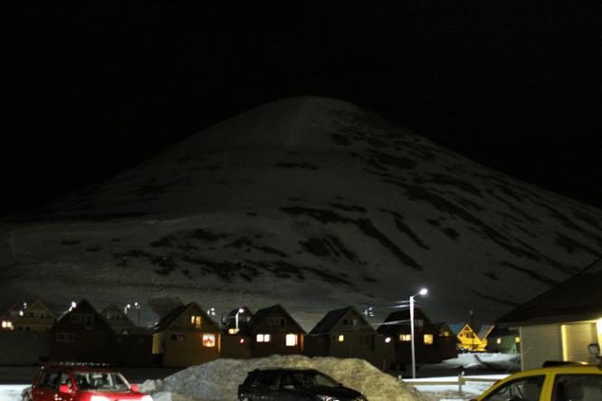 Bjerget som omkranser byen mod Nord...