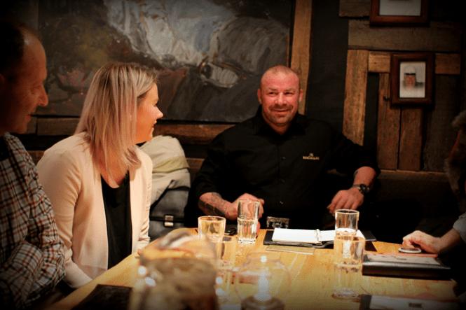 Jeanette Gulliksen og Martin Markvardsen gør sig klar til smagningen!