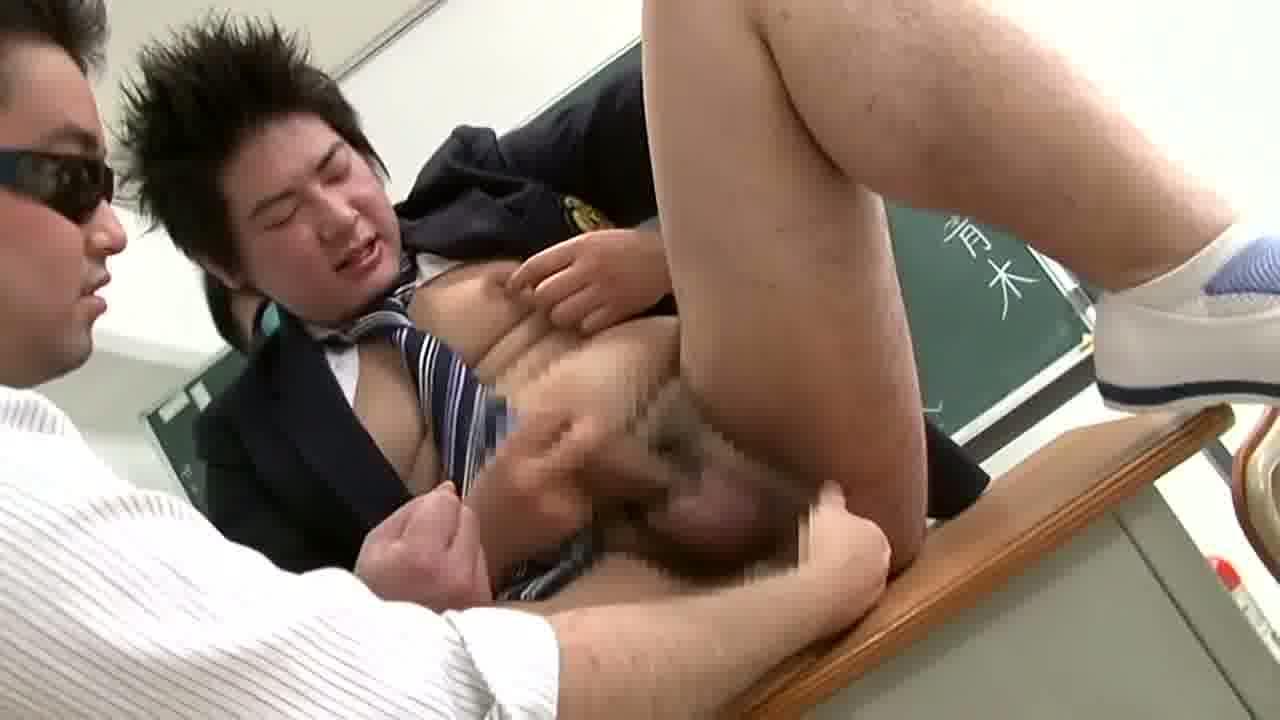 【ゲイ動画】世界一やらしい保健体育の授業を自分の体で受ける可愛いイケメンぽっちゃり男子!筋肉系の先生二人に体中を愛撫され、オラオラで勃起包茎ペニスをフェラされて…