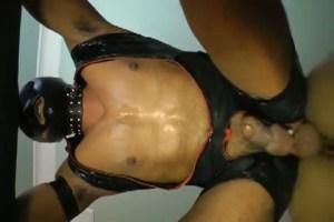 【ゲイ動画】この筋肉マッチョ男、超淫乱だな!乳首も包茎ペニスもアナルも…!電マオナホールやディルド、バイブ、そしてゴーグルマンの勃起チ○コを挿入されて喘ぎ声が…!