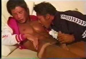 【ゲイ動画】サーファー系のイケメンや体育会系の男子が男とのカラミを魅せる!ノンケっぽい男子もAVを見ながらオナニー、アナルセックス!美しいボディとペニスにくぎ付けに!