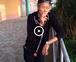 【Vine動画】なぜタマだけ露出!?w金髪やんちゃ男子が魅せるタマタマはキレイだな!