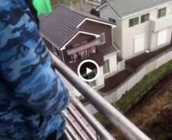 【Vine動画】2階から目薬…ならぬ、高層階から、イケメンムケチン丸出しの放尿プレイ!w