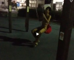 【Vine動画】夜の公園で一人素っ裸でブランコをする筋肉系イケメン…何があったのww
