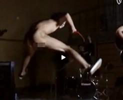【Vine動画】ペニス丸出しで有名な!?金○のライブ完全再現動画+ジャンプシーンスローw