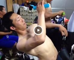 【Vine動画】制汗剤をまるでローションのように塗りたくる坊主の筋肉系男子がさわやかw