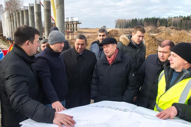 Глава региона ознакомился  с ходом  работ строительства автодороги  «Южный обход» города Калуги