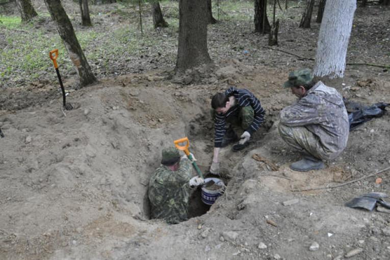 На территории Дома отдыха подняты останки военного врача