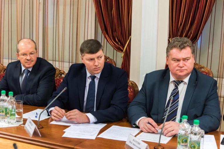 Анатолий Артамонов: «Мы должны воспитывать у народов других национальностей уважительное отношение к нашим традициям и не допускать конфликтов на межнациональной почве»