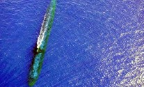 800px-USS_Chicago_(SSN_721)_at_periscope_depth_off_Malaysia