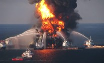 burning-oil-rig-explosion-fire-photo12