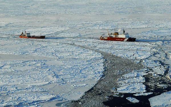uscgc healy icebreaking bering sea renda nome icebreaker arctic