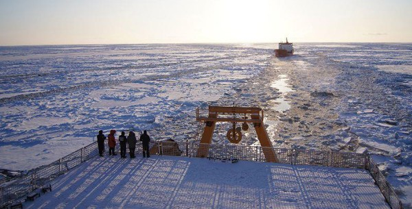 arctic sea escort icebreaking icebreaker