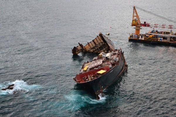mv rena shipwreck svitzer salvage