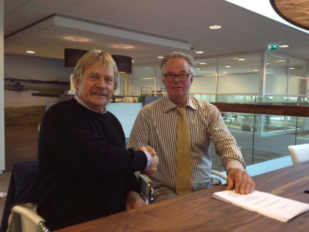 Dirk Kuijt Signing Damen Casper Vermeulen