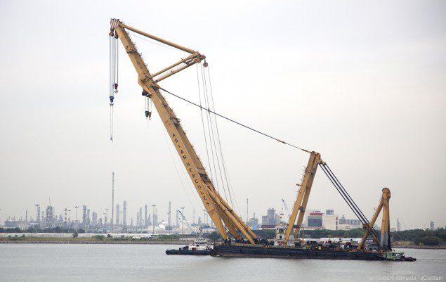 The Asian Hercules crane barge has a 1600MT lifting capacity. (c) R.Almeida/gCaptain
