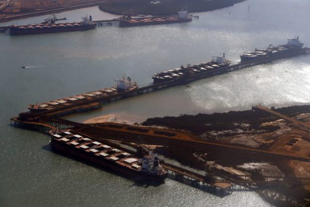 Ships waiting to be loaded with iron ore are seen at Port Hedland in the Pilbara region of Western Australia December 3, 2013. (c) REUTERS/David Gray