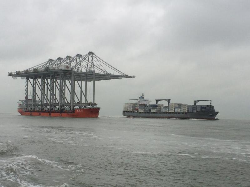 The Zhen Hua 26 enters Port of Rotterdam with 5 container gantries for the Amazonhaven ECT Delta Terminal. Photo courtesy Port of Rotterdam via Twitter