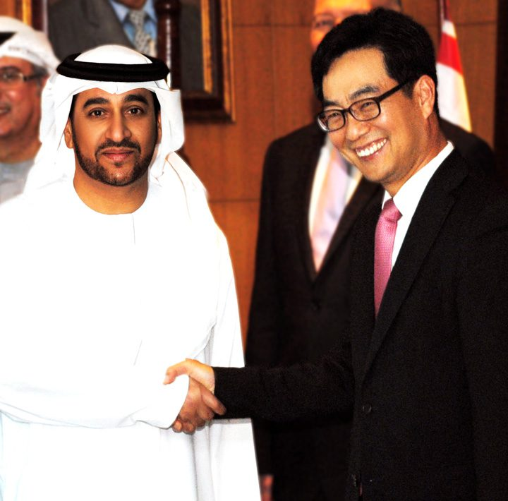 His Excellency Salem Ali Al Zaabi, Chairman of the UASC Board of Directors, and Mr. Y. J. Ji of HHI