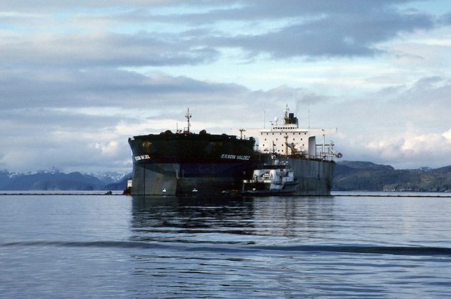 Exxon Valdez aground on Bligh Reef, Image: NOAA