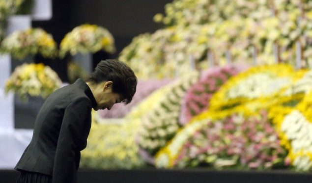 South Korea's President Park Geun-hye pays tribute to victims of sunken passenger ship Sewol, at the official memorial altar for the victims in Ansan April 29, 2014. REUTERS/Do Kwang-hwan/Yonhap