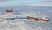 Unloading from Gazprom's Prirazlomnoye [IMAGES]
