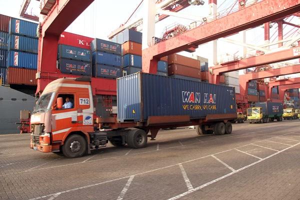 Via Shahid Rajaee Port