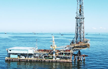 drilling barge lake maracaibo