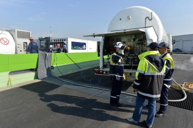 20130723 bunkering LNG_trucktoship1