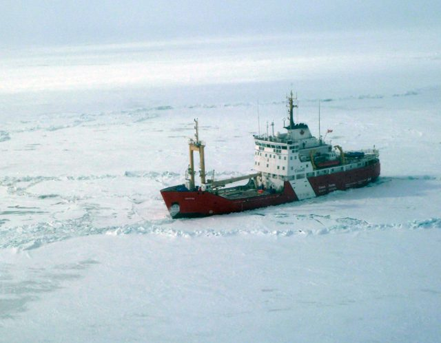 ccgs griffon canadian coast guard icebreaking
