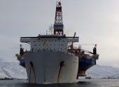 Kulluk Drilling Rig Sails Away on COSCO Heavy Lift Transporter [VIDEO]