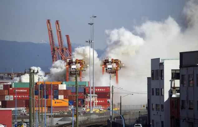 Smoke from a fire rises at the Port Metro Vancouver, British Columbia March 4, 2015. REUTERS/Ben Nelms