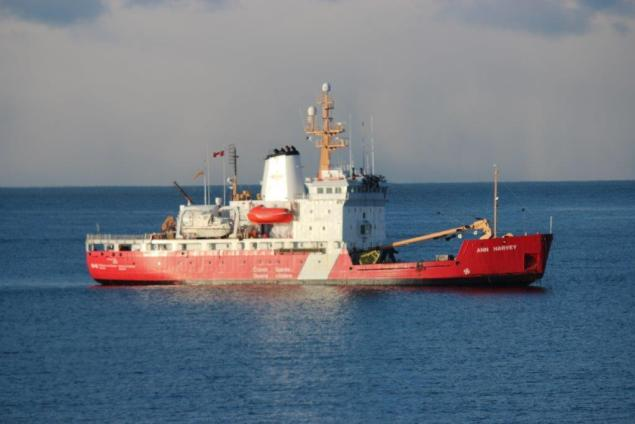 CCGS Ann Harvey under tow to St. Johns, NL, April 6, 2015. Photo: Fisheries and Oceans Canada