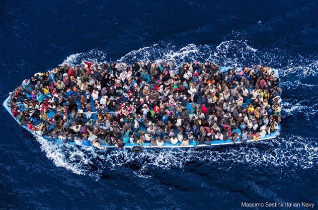migrants italian navy