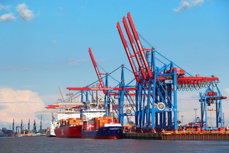 Port of Hamburg file photo: karnizz / Shutterstock.com