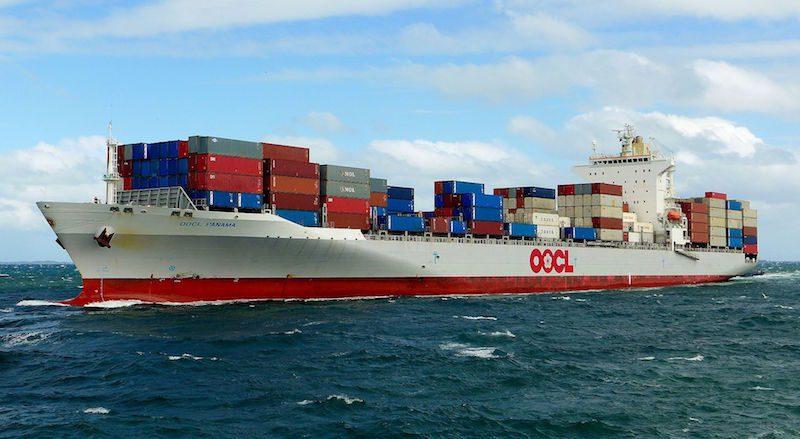 OOCL_Panama,_Fremantle,_2015_(04)